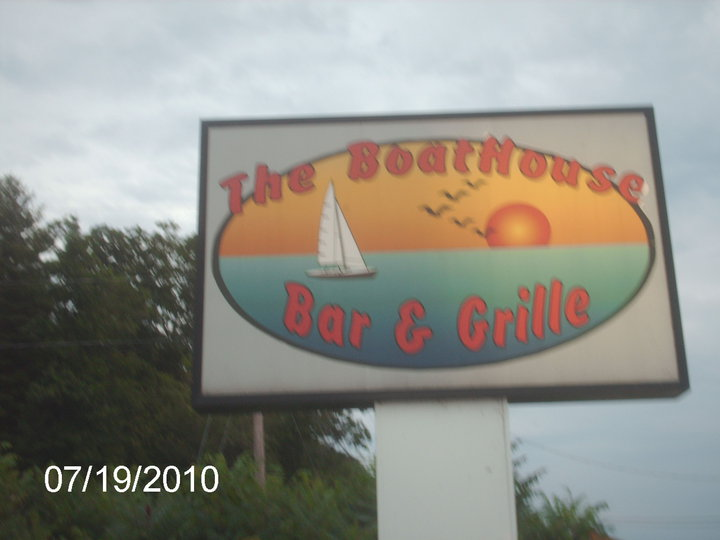 BoatHouse_Bar__Grille_sign