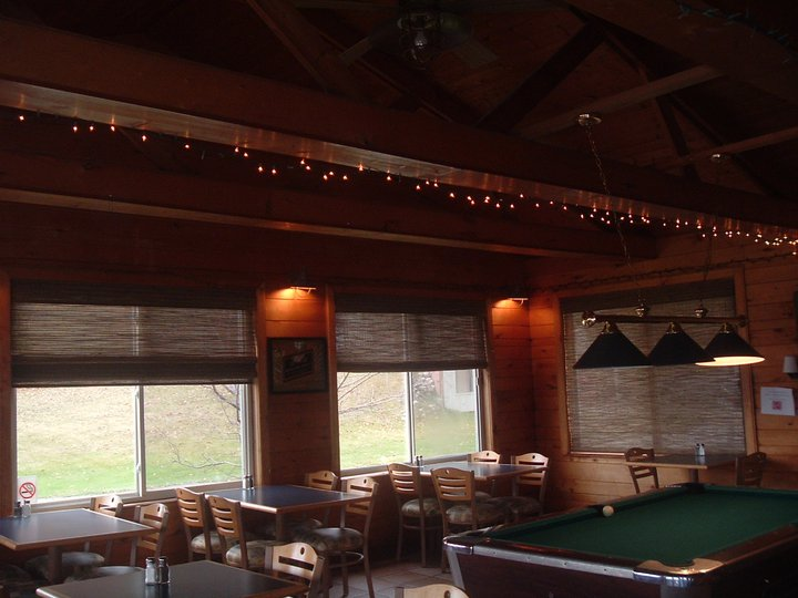 Boat_House_bar_n_grill_inside_1