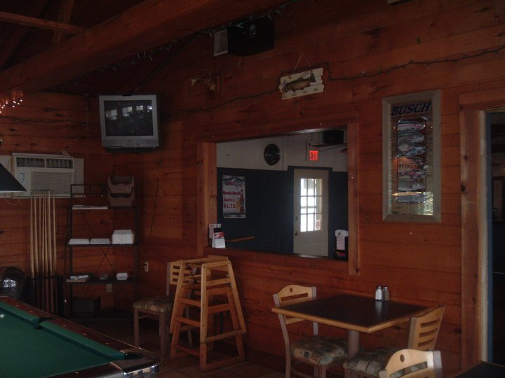 Boathouse_bar__Gille_inside_2